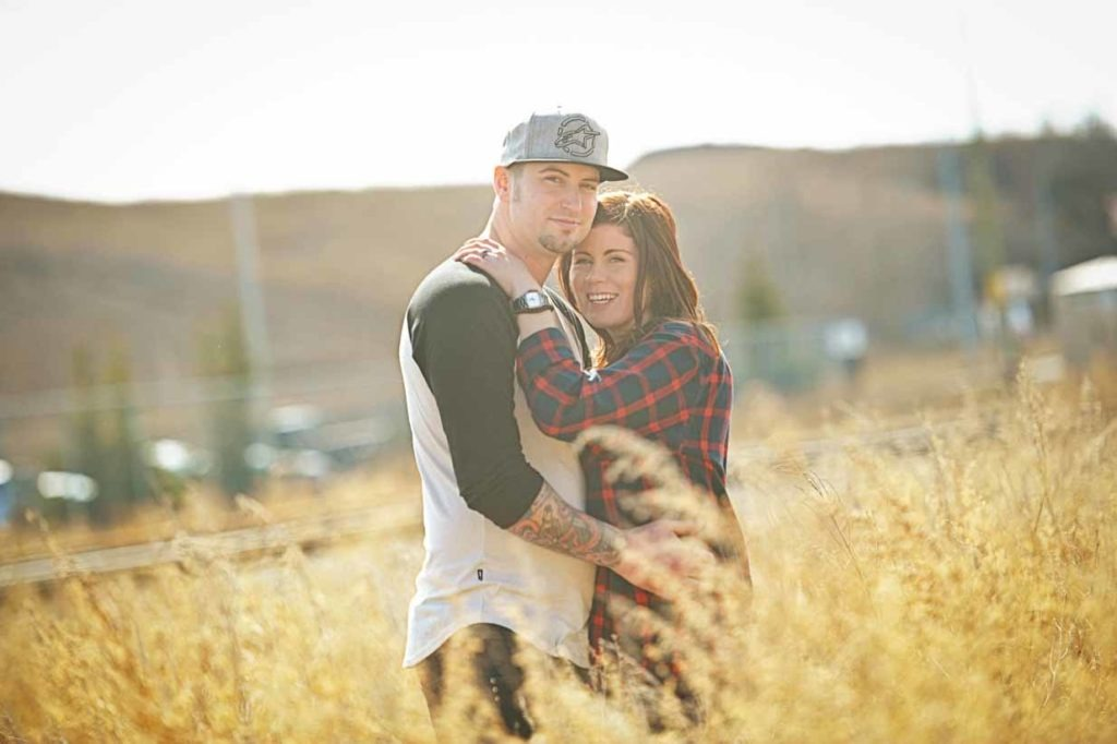 Field Cuddles | Calgary Engagement Photographer | SLIVER Photography