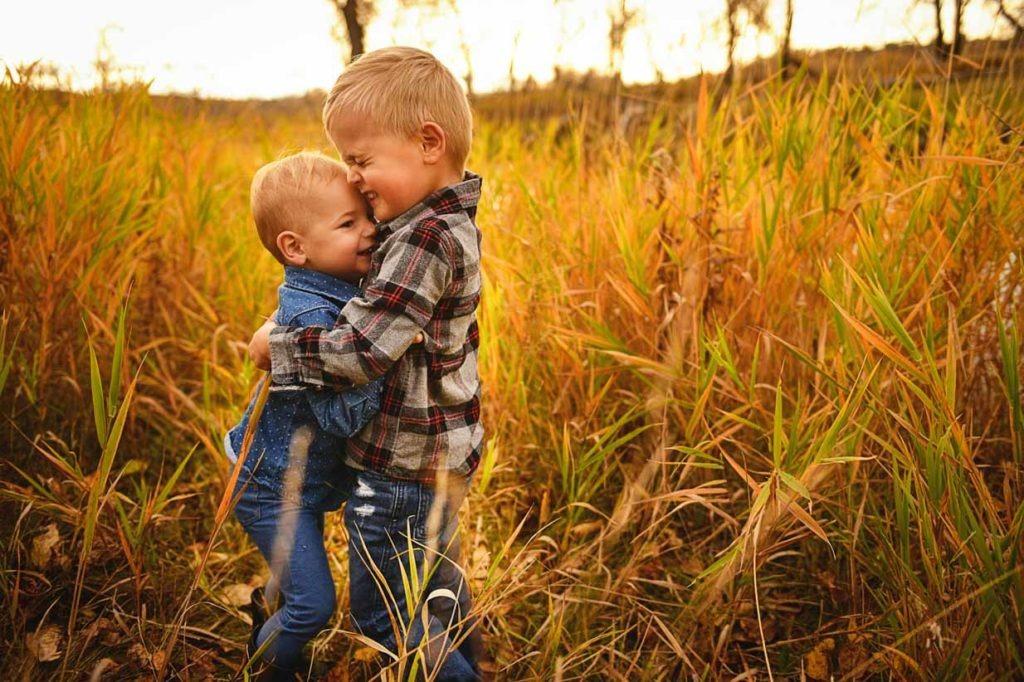 Hugs   Calgary Family Photographer   SLIVER Photography
