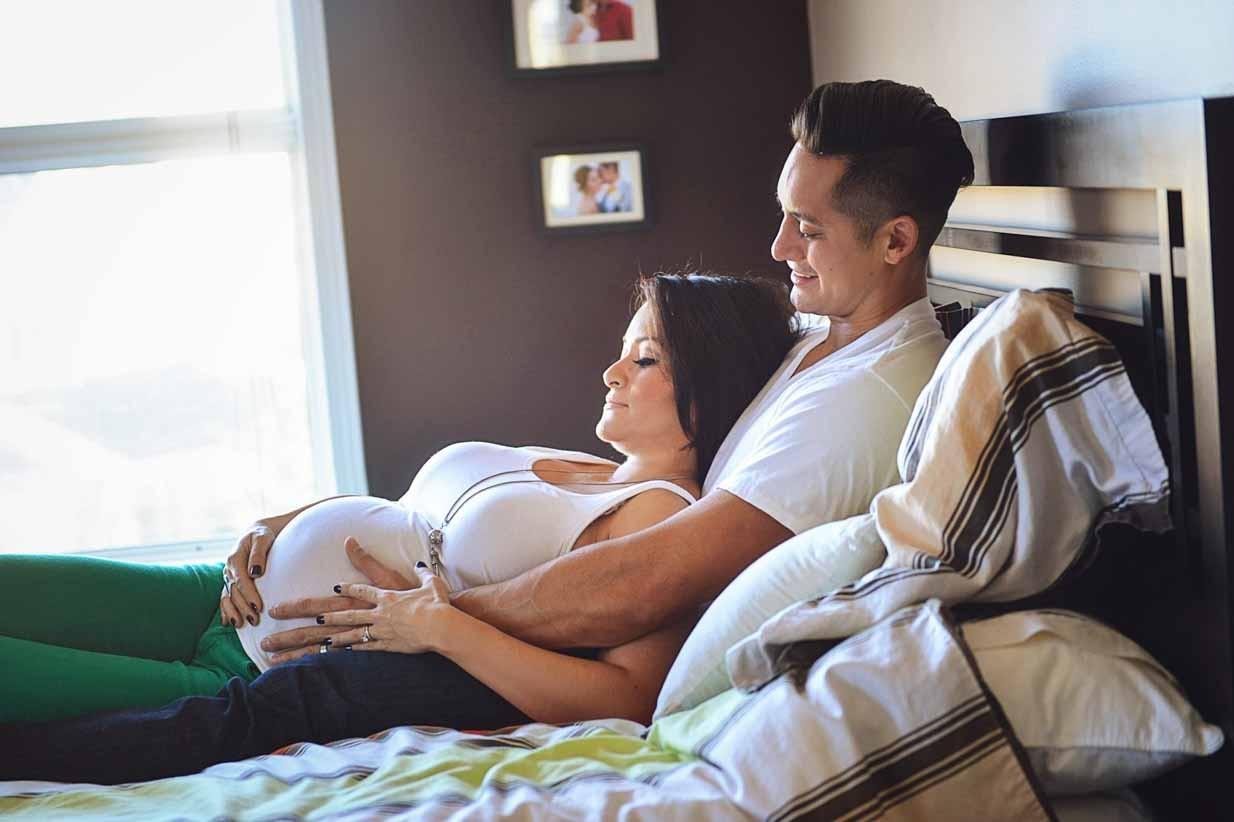 Belly rub | Calgary Maternity Photographer | SLIVER Photography