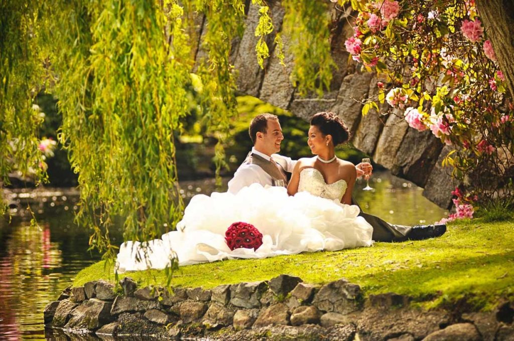 Victoria BC wedding Under a Tree   Destination Wedding Photographer   SLIVER Photography